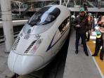 karyawan-pt-kai-naik-kereta-cepat-china_20151026_112444.jpg