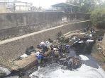karyawan-pt-nissimbo-membersihkan-sungai-rabu-1992018_20180919_191044.jpg