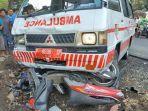 kecelakaan-antara-mobil-ambulans-dan-empat-sepeda-motor.jpg