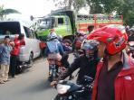 kecelakaan-beruntun-di-gombong-cianjur_20160418_134552.jpg