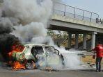 kecelakaan-di-tol-cipali-sedan-mendabrak-truk-lalu-terbakar-sabtu-6102018_20181006_150054.jpg
