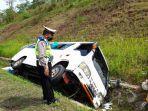 kecelakaan-di-tol-cipalimobil-travel-terbanting-ke-selokan.jpg