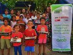 keceriaan-pengungsi-anak-di-maluku-tengah-saat-menerima-makanan-siap-santap-_-1.jpg