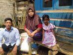 keluarga-ace-di-rumah-panggung-mereka-di-kampung-tangkil-kaler.jpg