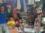 keluarga-tinggal-di-kandang-sapi_20170726_081611.jpg
