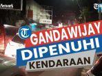 kendaraan-memenuhi-jalan-gandawijaya-cimahi.jpg