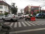 kendaraan-padat-jelang-pelantikan-bupati_20160217_105256.jpg