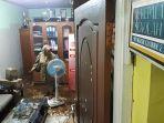 kepala-sekolah-sdn-224-cijambe-kota-bandung-sri-baryati-di-ruang-kerajanya-banjir.jpg