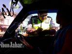 kepolisian-resor-garut-melakukan-razia-kendaraan-angkutan-umum-di-jalan-cimanuk_20180727_143749.jpg