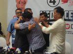 ketua-dpd-demokrat-jabar-irfan-suryanegara-memeluk-deddy-mizwar_20180627_182612.jpg