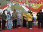 ketua-forum-kabupaten-bandung-sehat-fkbs-kurnia-agustina-rekor-ori-original-rekor-indonesia_20180811_164054.jpg