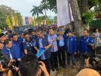 ketua-umum-partai-demokrat-susilo-bambang-yudhoyono-mengecek-bendera.jpg