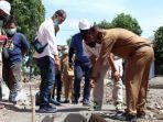 komisi-ii-dprd-kota-cirebon-saat-sidak-proyek-perbaikan-trotoar.jpg