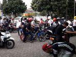 komunitas-sepeda-motor-moonraker-indonesia-gelar-acara-berbagi-bersama-anak-yatim_20170618_174611.jpg