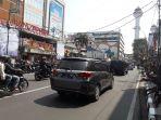 kondisi-arus-lalu-lintas-di-jalan-dewi-sartika-yang-tampak-lancar_20170810_120128.jpg