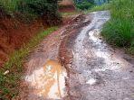kondisi-jalan-di-desa-waringinsari-kecamatan-takokak-kabupaten-cianjur.jpg