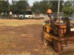 kondisi-lapangan-latihan-timnas-u-23-vietnam-di-salah-satu-pabrik-di-kawasan-cikarang-jawa-barat_20180813_202513.jpg