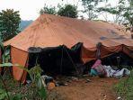 kondisi-pengungsi-korban-longsor-tasik.jpg