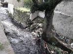 kondisi-selokan-di-kawasan-industri-pencemaran-limbah_20180211_191536.jpg