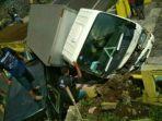 kondisi-truk-boks-pascatabrakan-di-ciloto-puncak-kabupaten-cianjur-rabu-662018_20180606_184230.jpg