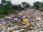 kondisi-tumpukan-sampah-yang-disebut-sebut-bukit-sampah_20160406_131018.jpg<pf>kondisi-tumpukan-sampah-yang-disebut-sebut-bukit-sampah-1_20160406_130948.jpg