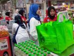 konsumen-berbelanja-menggunakan-tote-bag_20160221_151339.jpg