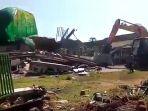 korban-gempa-lombok-yang-tertimpa-bangunan-masjid-mulai-dievakuasi-alat-berat_20180806_161804.jpg