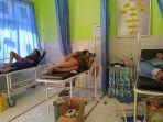 korban-keracunan-nasi-berkat-warga-desa-cikampek-utara-kecamatan-kotabaru-karawang.jpg