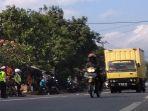 lalu-lintas-di-jalur-selatan-limbangan-kabupaten-garut_20180612_135313.jpg