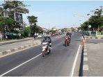lalu-lintas-di-lohbener-kabupaten-indramayu-jumat-3152019.jpg
