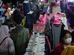 lapak-jualan-pakaian-bekas-impor-di-pasar-induk-gedebage-kota-bandung-rabu-1252021.jpg