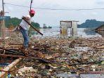 lautan-sampah-di-perairan-waduk-jatigede.jpg