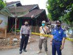 lockdown-di-satu-kampung-di-bungbulang-kabupaten-garut-senin-2452021.jpg