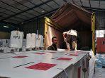 logistik-pemilu-2019-mulai-dikirim-kpu-garut-ke-wilayah-selatan-kabupaten-garut.jpg