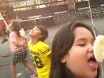 lomba-makan-kerupuk-agustusan-di-jalan-lembong_20150809_210617.jpg