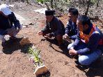 makam-fdl-12-korban-penikamanan-di-kampung-barukai-desa-margamulya_20180724_141555.jpg