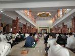 masjid-agung-al-imam-majalengka-saat-melaksanakan-salat-idulfitri.jpg