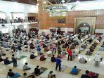 masjid-agung-kota-tasikmalaya-salat-jumat-562020-akb-new-normal.jpg