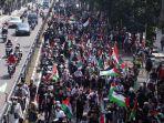 massa-aksi-bela-palestina-saat-berjalan-menuju-gedung-merdeka-di-jalan-asia-afrika.jpg