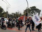 massa-buruh-mulai-berdatangan-di-sekitaran-gedung-dpr.jpg