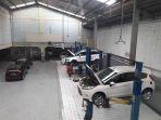 mekanik-melakukan-pelayanan-servisi-mobil-ford_20170624_134157.jpg