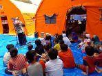 melalui-dongeng-tim-geppuk-kampanye-jaga-lingkungan-ke-anak-anak-korban-longsor-cimanggung.jpg