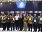 menristekdikti-memberikan-gelar-kehormatan-bagi-beberapa-perguruan-tinggi-negeri-di-indonesia.jpg