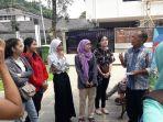 mentor-dan-para-peserta-capetang-belajar-bahasa-inggris-sambil-berdiri-di-taman-sejarah_20170831_205155.jpg