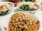 menu-yang-ditawarkan-di-kedai-mie-naripan-berupa-mie-yamin_20170814_115503.jpg