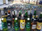 minuman-keras-miras-hasil-operasi-dimusnahkan-di-mapolres-garut_20180511_135021.jpg