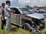 mobil-minibus-yang-terlibat-kecelakaan-di-kabupaten-garut-selasa-3182021.jpg