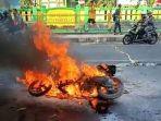 motor-terbakar-di-jalan-raa-wiratanuningrat-alun-alun-kota-tasikmalaya-2182019.jpg