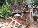 musala-turut-tertimpa-longsor-warga-anteg-hilir-kabupaten-tasikmalaya-terpaksa-salat-di-rumah.jpg