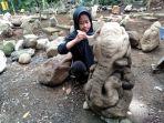 nais-19-karyawan-obyek-wisata-batu-mahpar-membersihkan-patung-ganesha.jpg